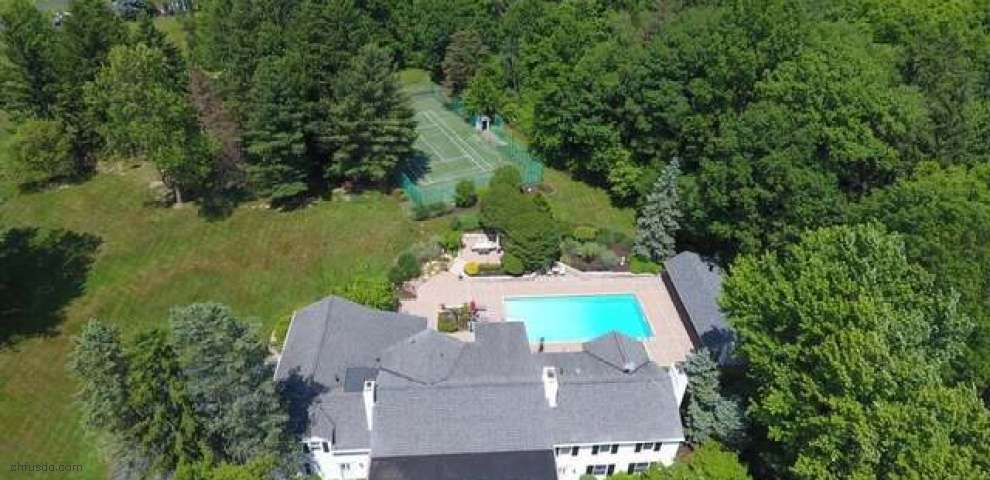 32000 Oxgate Ln, Hunting Valley, OH 44022