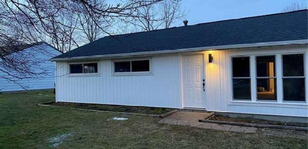 1709 W Idlewood Dr, Twinsburg, OH 44087