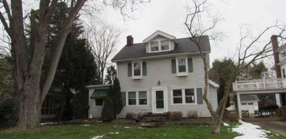 21070 Lake Rd, Rocky River, OH 44116