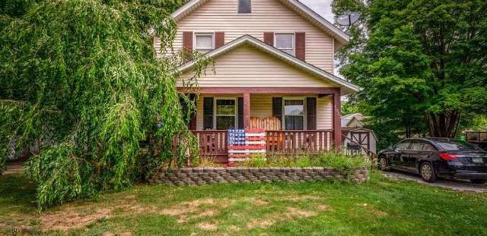 1033 Fairfield Rd, Alliance, OH 44601