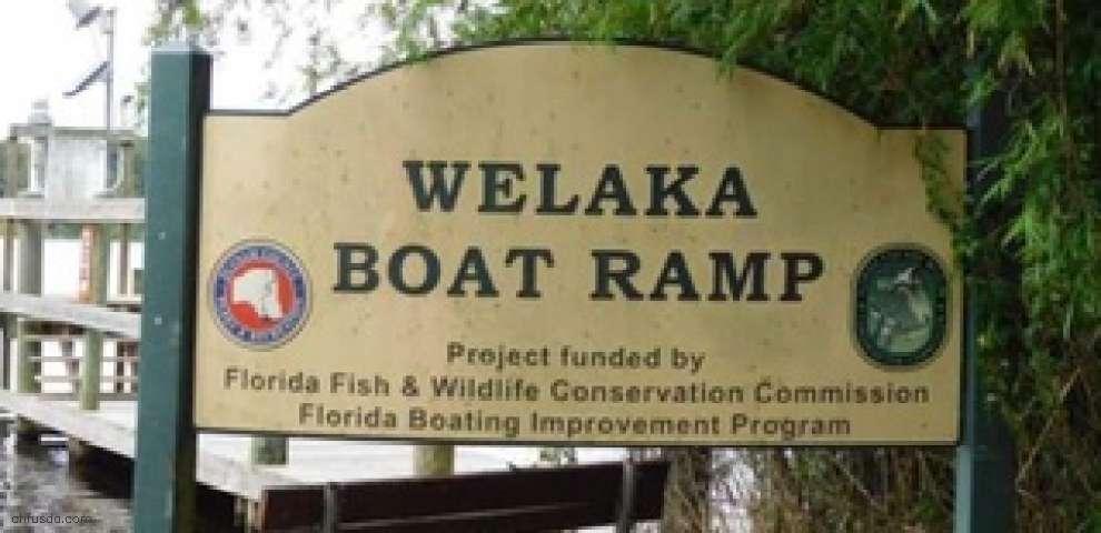 108 Village Dr, Welaka, FL 32193