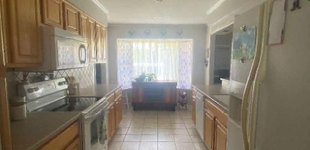 100 Pinewood Dr, Defuniak Springs, FL 32433