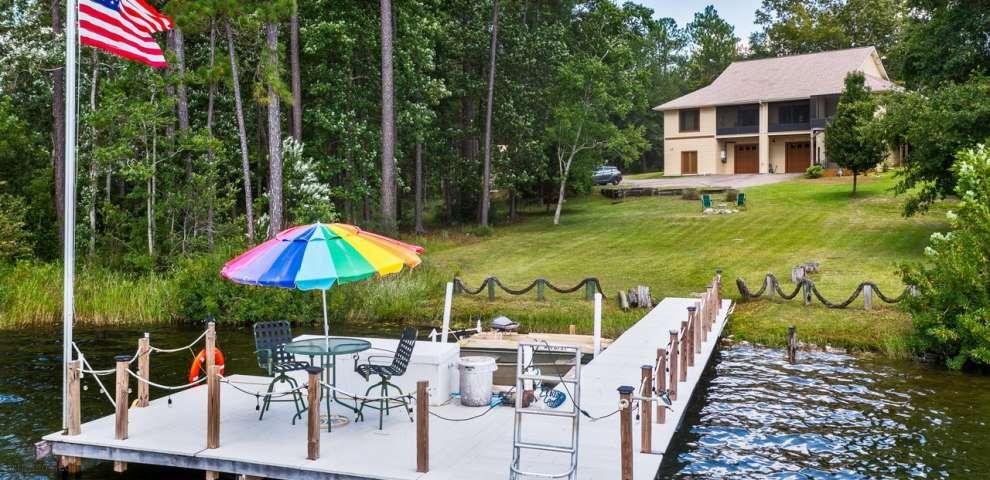 2060 Spring Lake Rd, Defuniak Springs, FL 32433