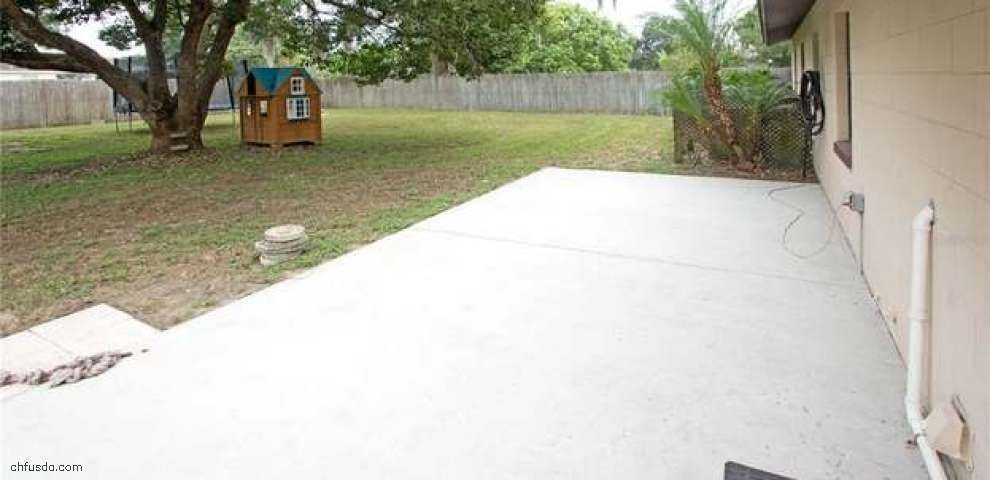 21 Sun Country Ct, Eustis, FL 32726
