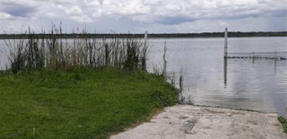 915 CR 482a, Lake Panasoffkee, FL 33538