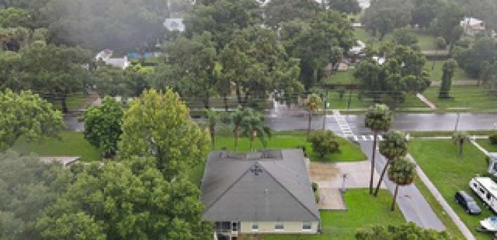 305 W Berckman St, Fruitland Park, FL 34731
