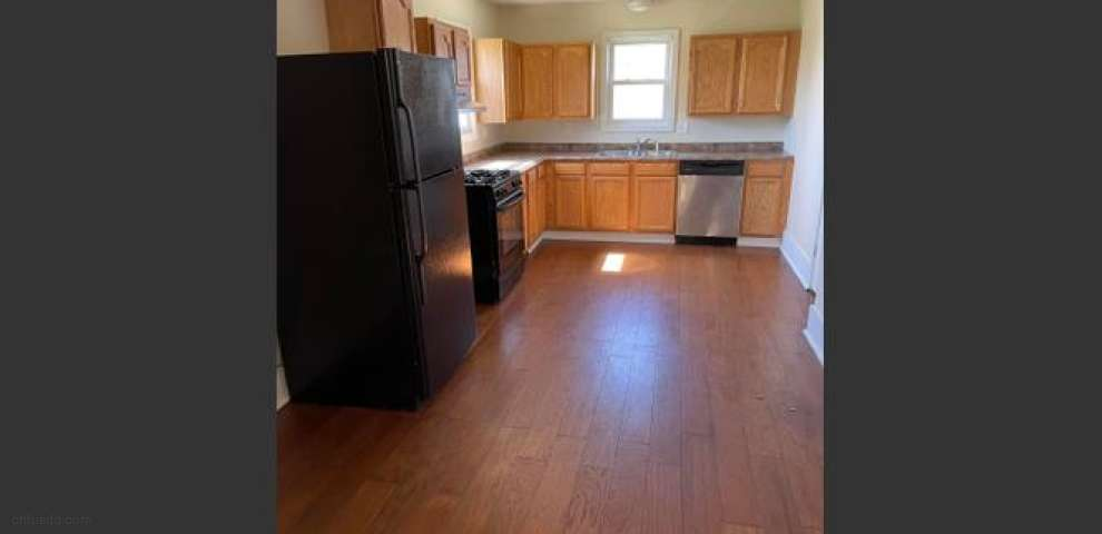 106 W Center St, London, OH 43140