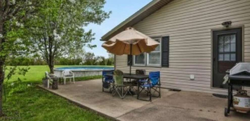 2915 Miller Rd, New Holland, OH 43145