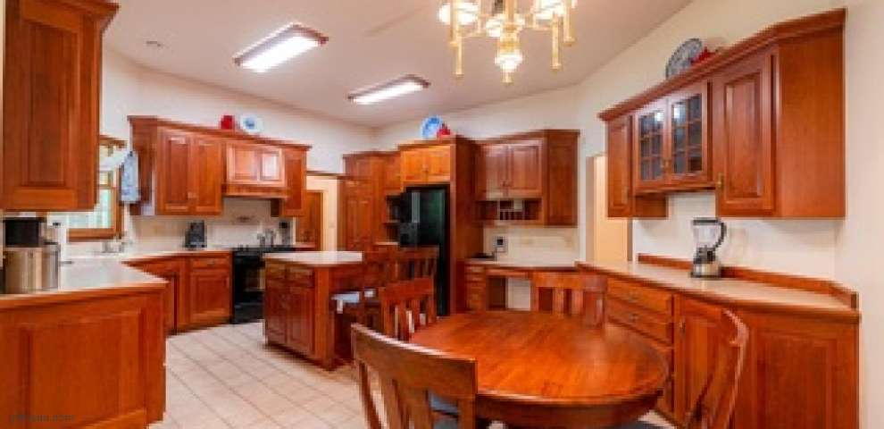 1806 Eagle Dr, Coshocton, OH 43812