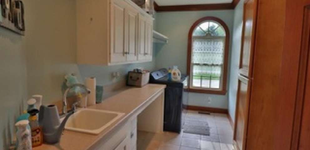 22646 Liberty Dr, Coshocton, OH 43812