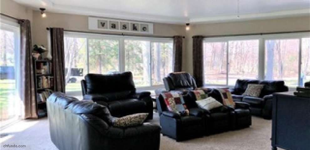 1006 Apple Orchard Ln, Amherst, OH 44001 - Property Images