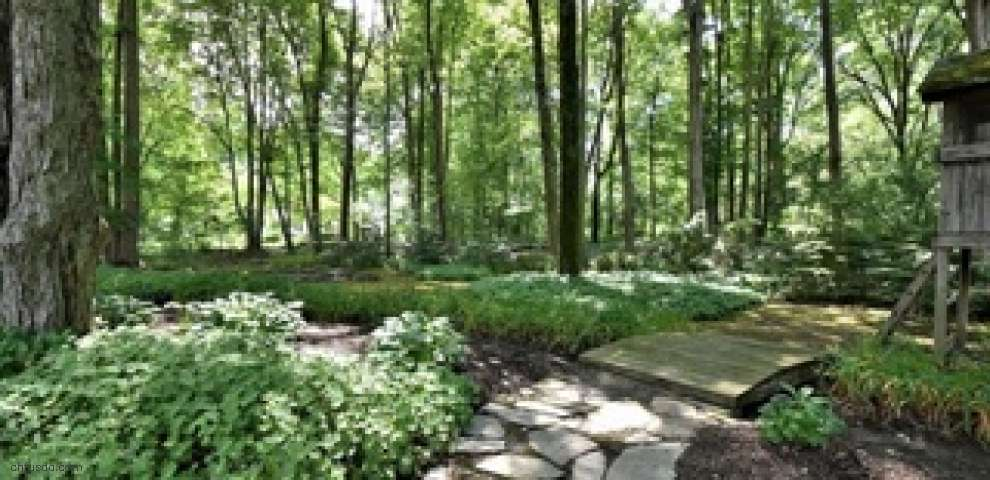 121 Countryside Dr, Chagrin Falls, OH 44022