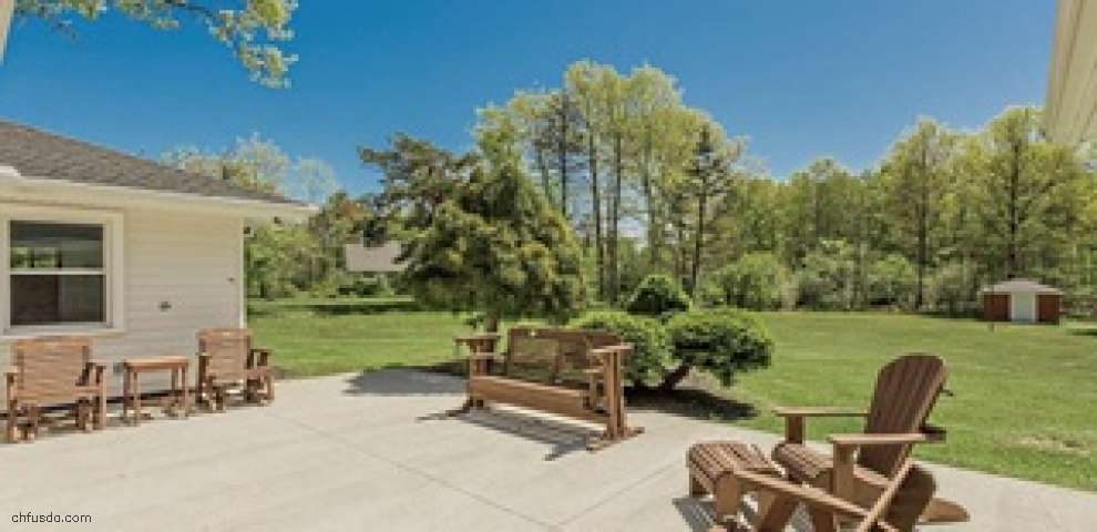 140 N Strawberry Ln, Moreland Hills, OH 44022