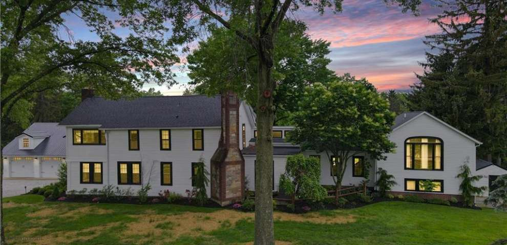 15154 Russell Rd, Chagrin Falls, OH 44022