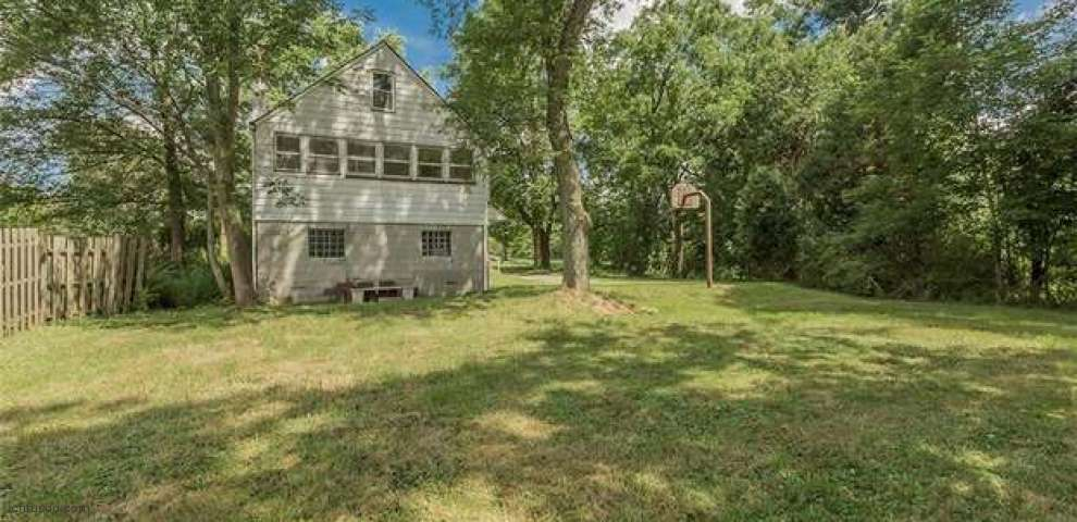 1560 Bell Rd, Chagrin Falls, OH 44022