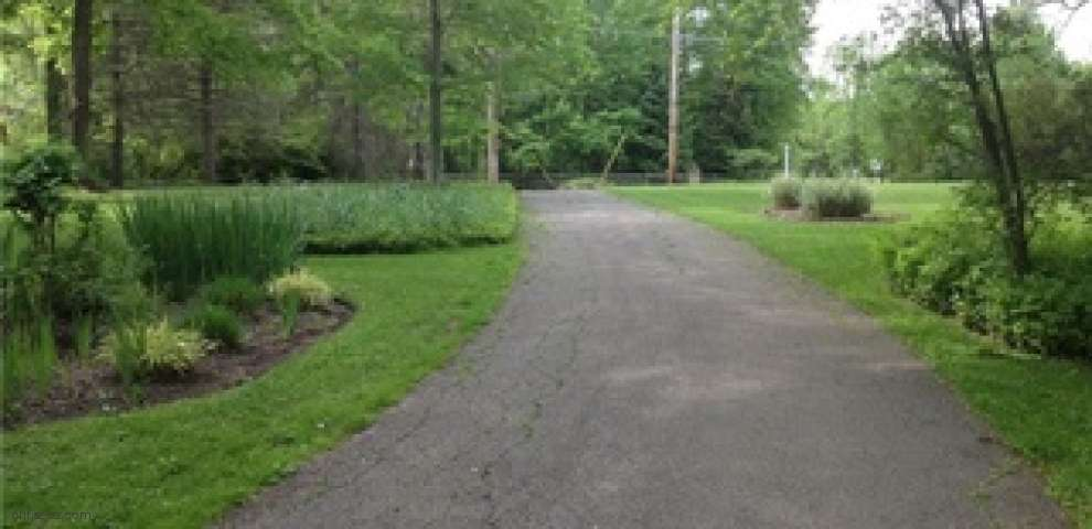 15791 Hemlock Rd, Chagrin Falls, OH 44022 - Property Images