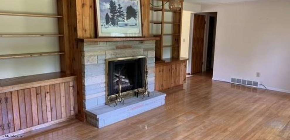 178 Lakeview Ln, Chagrin Falls, OH 44022