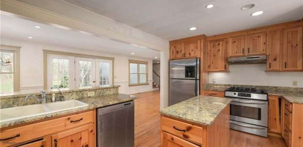 25 Garden Park Dr, South Russell, OH 44022