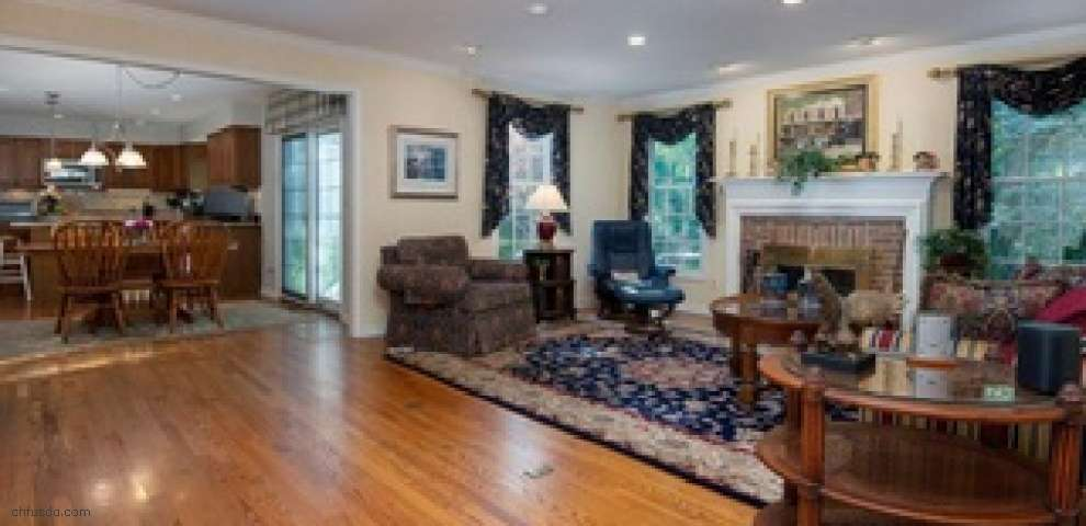 326 Whitetail Dr, Chagrin Falls, OH 44022