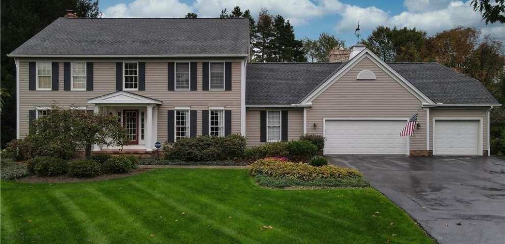 406 Deer Ct, Chagrin Falls, OH 44022