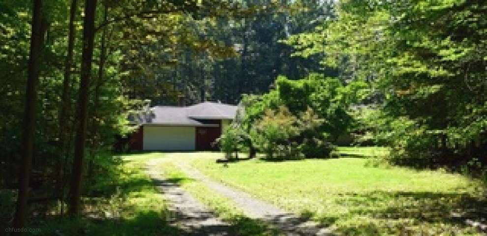 8165 Chagrin Mills Rd, Chagrin Falls, OH 44022
