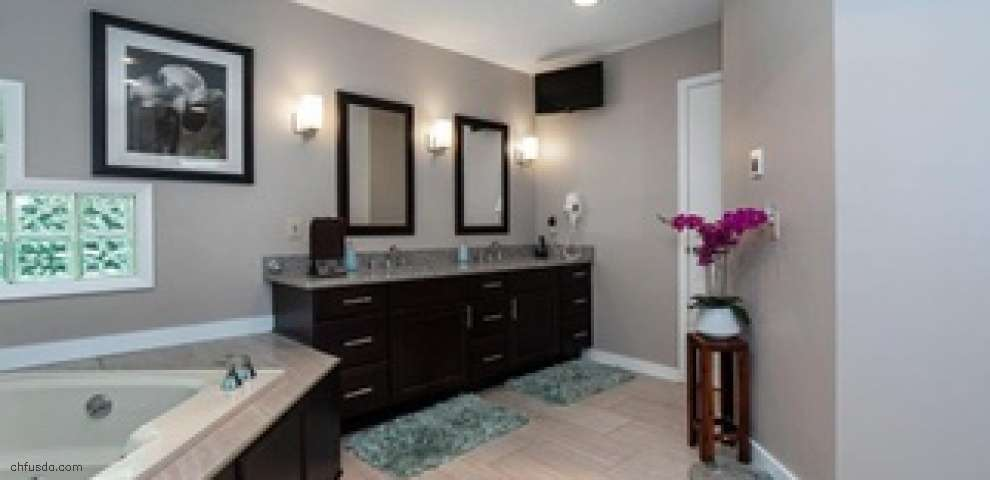 11104 Wingate Dr, Chagrin Falls, OH 44023
