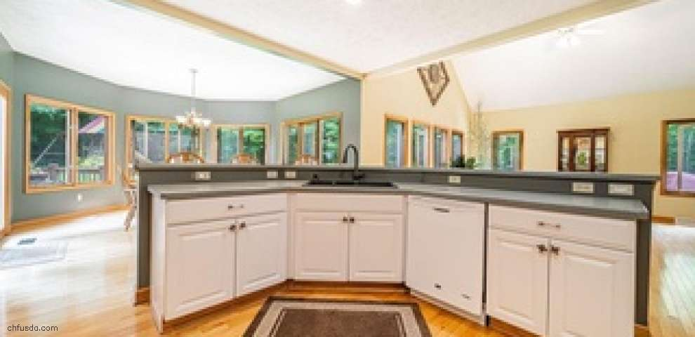16705 Victoria Dr, Chagrin Falls, OH 44023