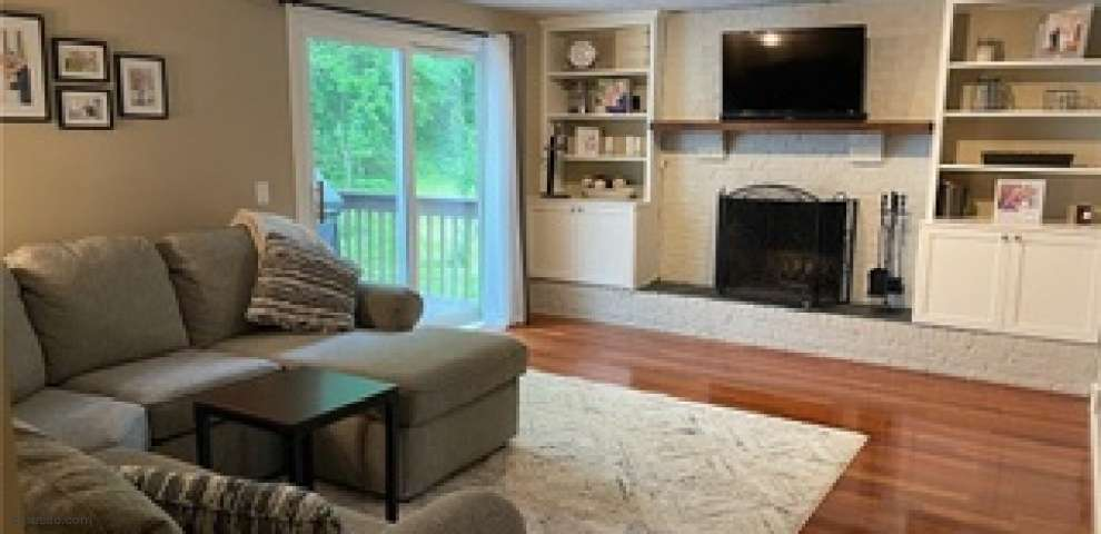17181 Woodmere Dr, Chagrin Falls, OH 44023 - Property Images