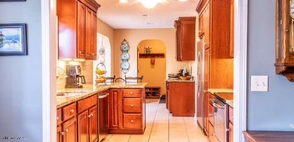 17600 Creekside Dr, Chagrin Falls, OH 44023