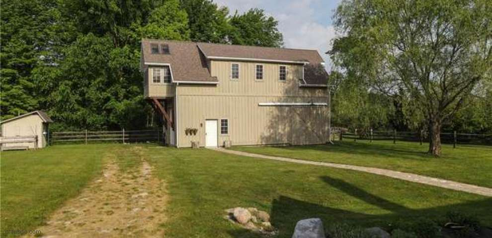 17910 Snyder Rd, Chagrin Falls, OH 44023