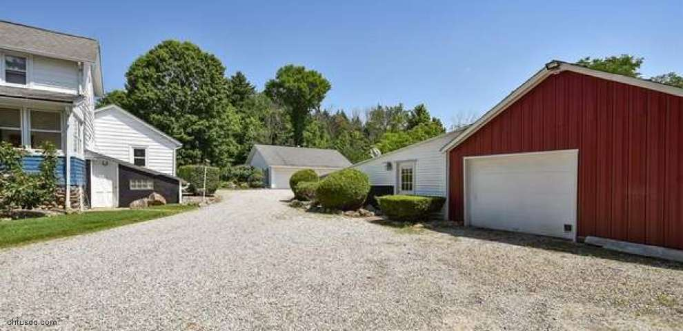 17969 Haskins Rd, Chagrin Falls, OH 44023