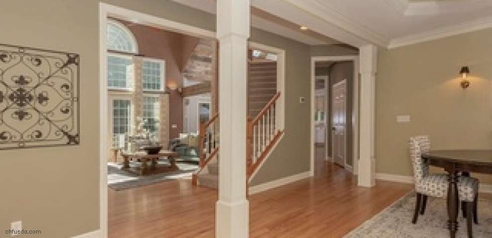 8135 Wisteria Dr, Chagrin Falls, OH 44023