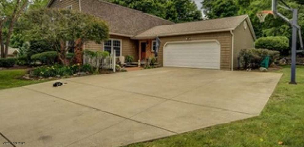 8310 Stoney Brook Dr, Chagrin Falls, OH 44023