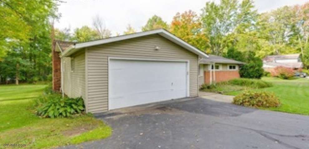 8363 Chagrin Rd, Chagrin Falls, OH 44023