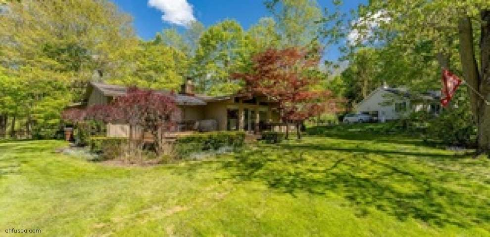 8658 Tanglewood Trl, Chagrin Falls, OH 44023