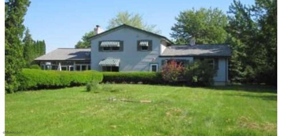 9495 Stafford Rd, Chagrin Falls, OH 44023