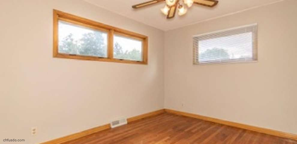 8444 Lincoln Dr, Chesterland, OH 44026