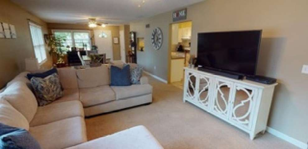 10264 Greenview Dr, Columbia Station, OH 44028