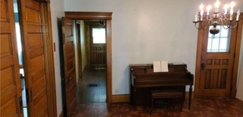 439 Main St, Conneaut, OH 44030 - Property Images