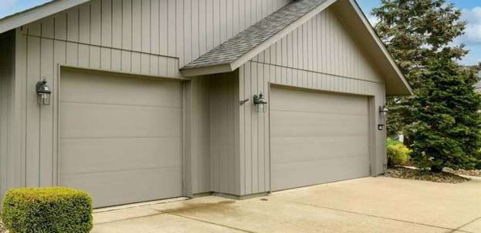 32955 Pineview Cir, North Ridgeville, OH 44039
