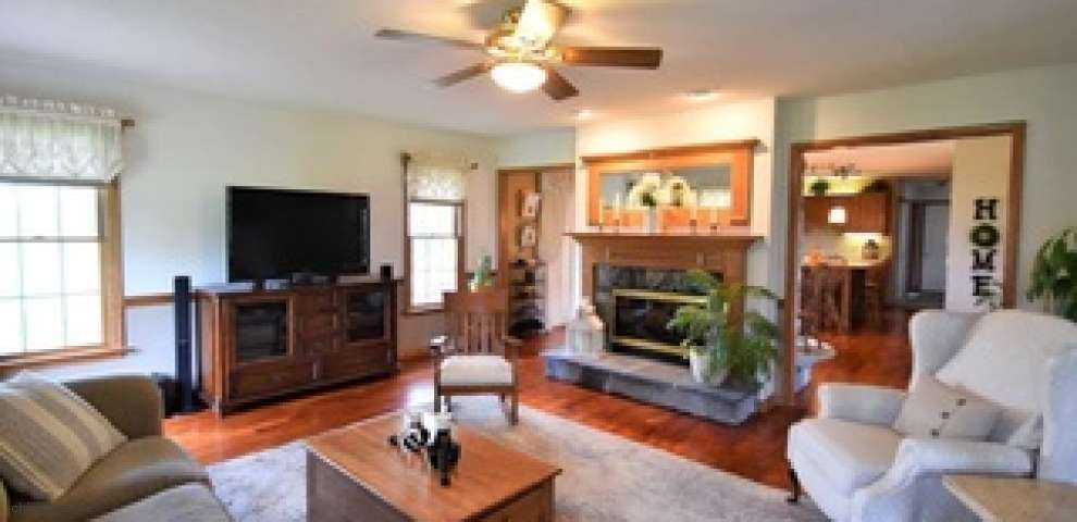 17452 Indian Hollow Rd, Grafton, OH 44044
