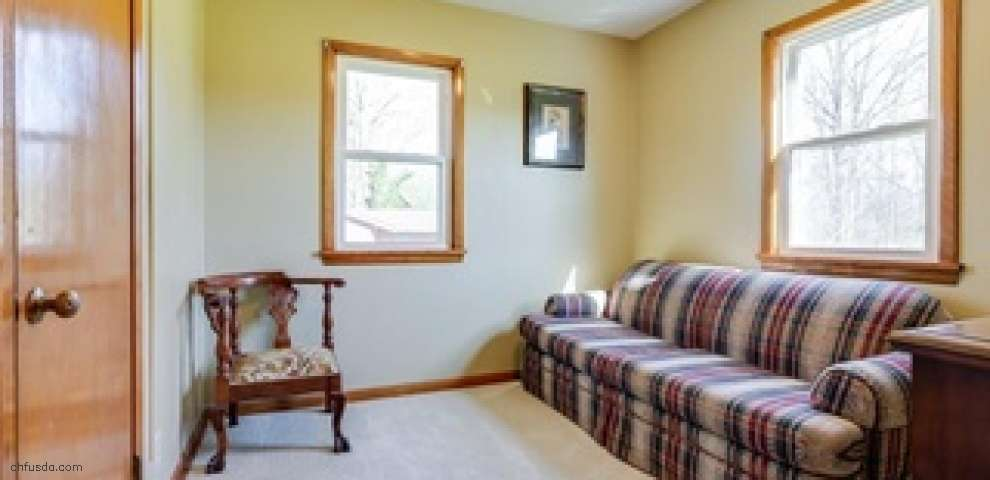 9343 Valley View Rd, Macedonia, OH 44056