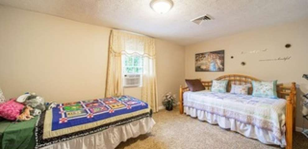 1674 Stonehaven Rd, Madison, OH 44057