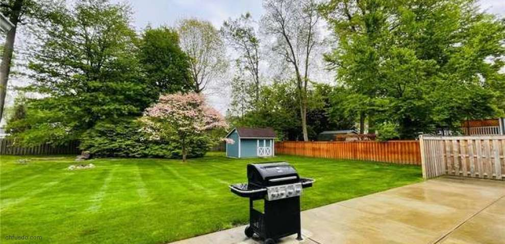 5581 Heather Hill Dr, Mentor, OH 44060