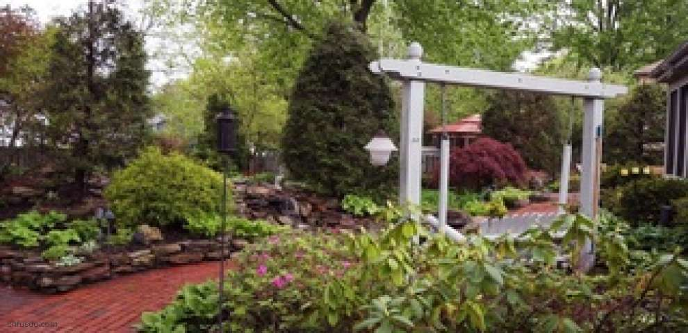 5610 Pheasants Walk Dr, North Olmsted, OH 44070