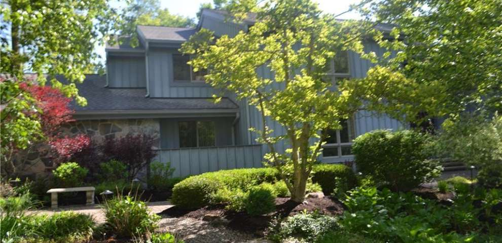 14615 River Glen Dr, Russell, OH 44072