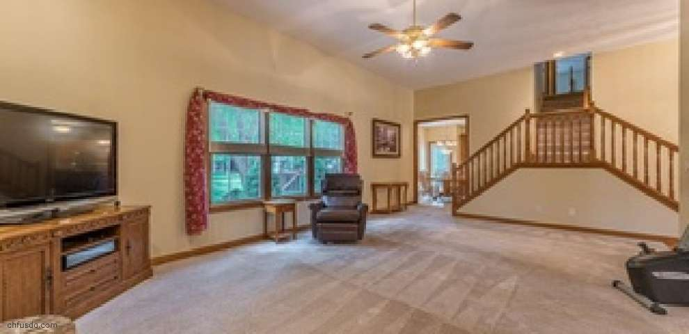 5740 Canyon Ridge Dr, Painesville, OH 44077