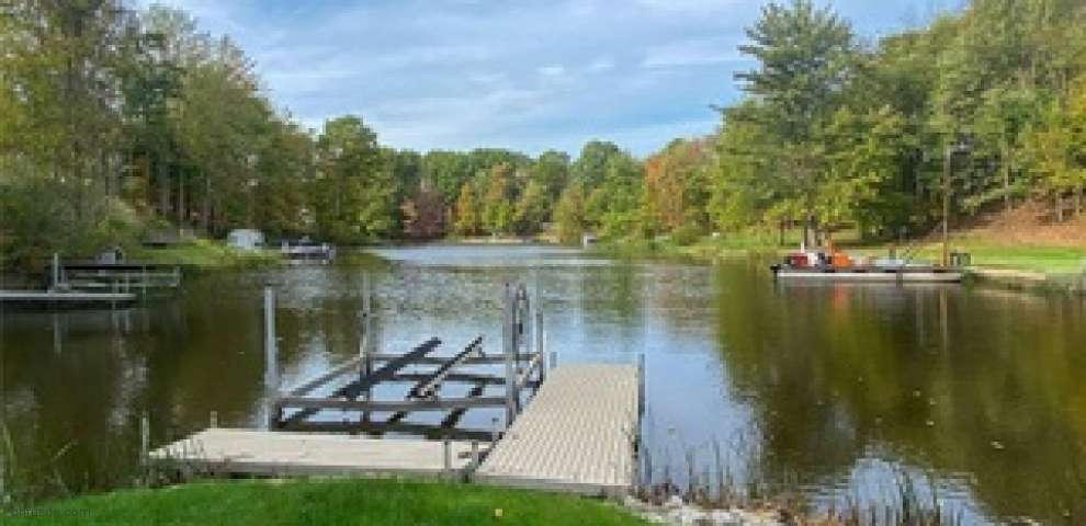 1594 Soncere Dr, Roaming Shores, OH 44084