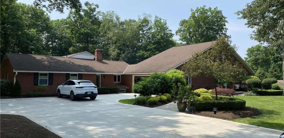 2476 Parsons Dr, Willoughby Hills, OH 44094