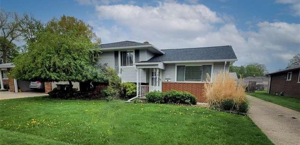 335 Saint Lawrence Blvd, Eastlake, OH 44095